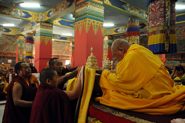 Mindrolling Jetsün Khandro Rinpoche making an offering to Kyabje Tsetrul Rinpoche during the Rinchen Terdzö empowerments at Mindrolling Monastery, 2008-2009