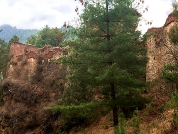 Drukgyel Dzong (Fortress of the Victorious Dragon) was Buddhist monastery and fortress built in the 17th century.Destroyed by fire in the 1950's will be rebuilt and restored to its former glory in honor of the birth of the new prince born in 2016.