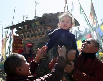Dungse Rinpoche with Lama Riga la and Thaye Choedron la at Pelela Pass.