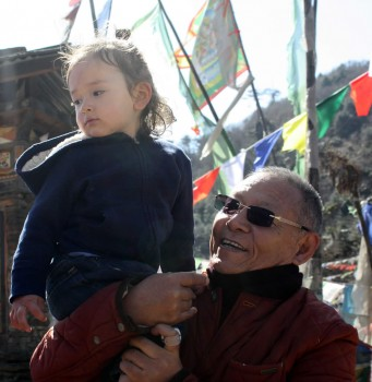 Dungse Rinpoche with Lama Riga la at Pelela Pass.