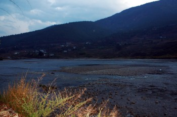 At dusk the group arrives in Punakha on the Pochu and Mochu River.