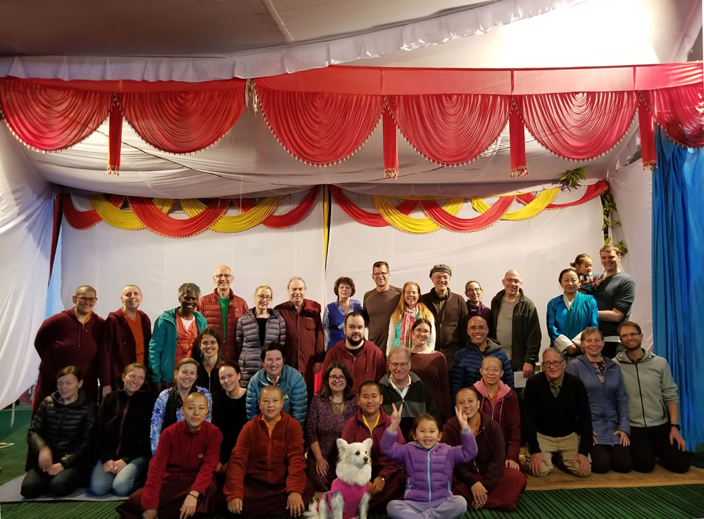 Jetsün Dechen Paldrön, Kunda Britton Bosarge, Dungse Rinpoche and Jetsün Rinpoche gather for a photo with members of Western sangha