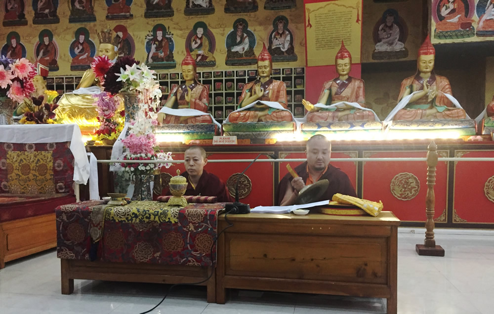 Venerable Sonam Topgyal la and Anila Tsultrim Dechen lead a session of group practice